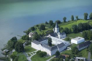 Ossiacher See mit Blick auf Stift Ossiach