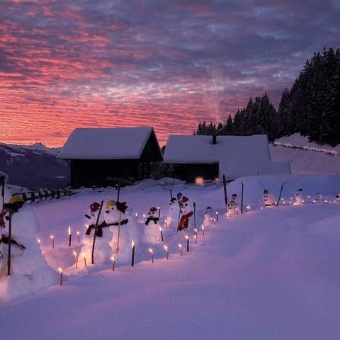 Schneemänner am Bauernhof in Kärnten