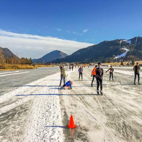Eislaufen am Weissensee mit der Familie