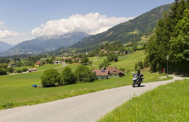 Motorradfahren am Millstätter See